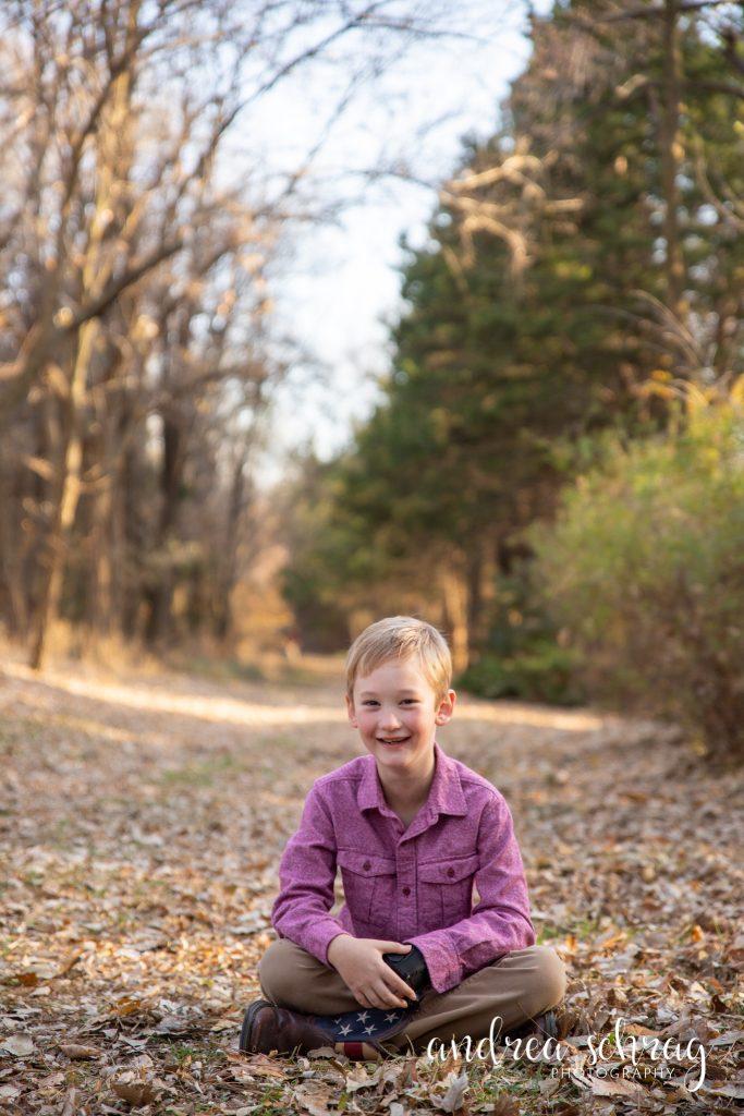 fall mini session at Dillon nature center in hutchinson, ks